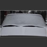 Kilka prostych trików! Auta nie kochają zimy, przez co poranki wielu kierowców są koszmarem!