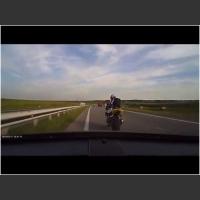 Mocna kara dla cwaniaczka na motocyklu! Czyli jak traktować drogowych nauczycieli!