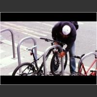 Genialna prowokacja! Policja ustawia pułapkę na złodziei rowerów :D