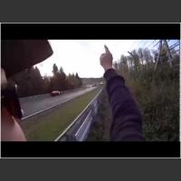 Konkretny rozpi*rdol! Potężny karambol 14 aut na Nürburgring Nordschleife!