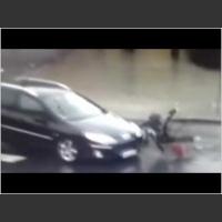 Od razu rzuciła się z łapami do kierowcy! Zakochana parka potrącona na skrzyżowaniu!
