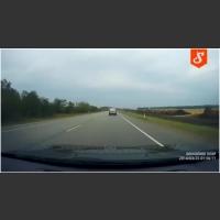 Skutki zaśnięcia za kierownicą! Ziomek skasował Porsche Cayenne na prostej drodze!