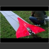 Najszybszy na świecie zdalnie sterowany samolocik z turbiną wyciąga 727km/h!