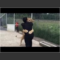 Lwica widzi mężczyznę, który uratował jej życie! Reakcja zwierzaka na jego widok odbiera mowę :D
